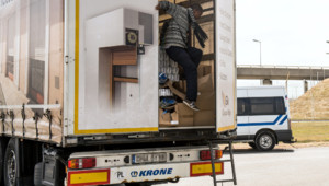 migrants calais camion clandestins