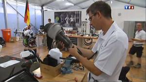 Au coeur du village olympique, un atelier pour réparer prothèses et fauteuils