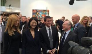 Comment Valls utilise Fleur Pellerin pour éviter de poser seul avec Zahia