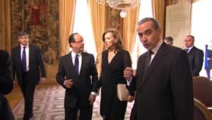 François Hollande et Valérie Trierweiler après le départ de Nicolas Sarkozy et de Carla Bruni de l'Elysée.