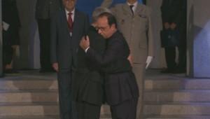 L'étreinte d'Hollande et Gauck, le 3 août 2014.