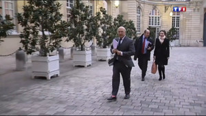"""Le 13 heures du 25 novembre 2013 : Ayrault lance le chantier fiscal, les syndicats ne veulent pas d'un """"coup de com"""" - 415.9995"""