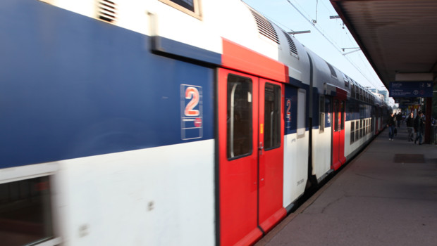 rer train transport quai b ratp