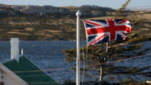 Drapeau britannique flottant à Port Stanley, capitale des îles Falklands (ou Malouines)