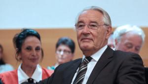 L'ancien maire de Nice, Jacques Peyrat au tribunal correctionnel de Nice dans une salle d'audience, le 25 juillet 2012.