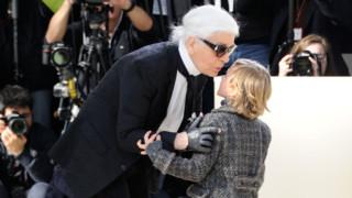 Qui est ce petit garçon qui accompane toujours Karl Lagerfeld sur ses défilés ?