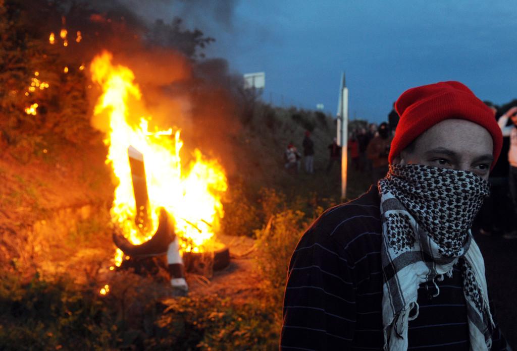 En marge d'une manifestation écotaxe à Jugon-les-Lacs, des bonnets rouges ont incendié un radar automatique.