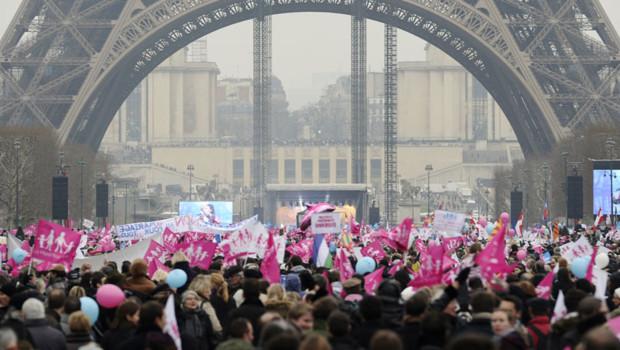 Les trois cortèges de la manifestation contre le mariage gay se sont réunis dimanche en fin d'après-midi sur le Champ-de-Mars