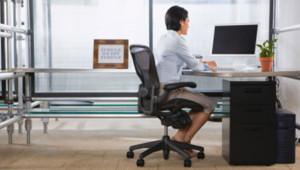 Une femme en position assise