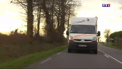 Haute-Vienne : un bus solidaire sillonne la campagne pour partager l'esprit de Noël