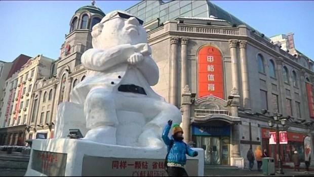 Gangnam style : Psy transformé en statue de glace