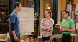 Jim Parsons, Kaley Cuoco et Johnny Galecki dans la série The Big Bang Theory.