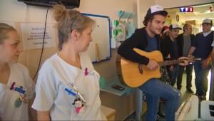 Noël : des bénévoles font la tournée des hôpitaux et distribuent des cadeaux aux enfants malades