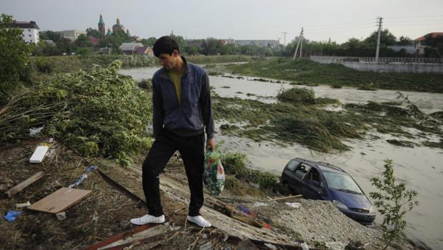 Russie : scène de désolation près de la ville de Krymsk, frappée par des inondations meurtrières (8 juillet 2012)