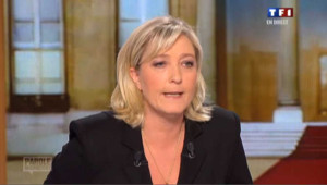 """Marine Le Pen """"pour la suppression du droit du sol"""""""