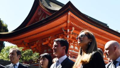 Le Premier ministre Manuel Valls et son épouse, Anne Gravoin, en visite officielle au Japon, 3 octobre 2015