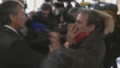 L'arrivée musclée de Jérôme Cahuzac au Palais de justice de Paris