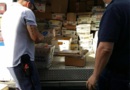 L'US Postal arrive avec des camions remplis de cartes pour Hallee.