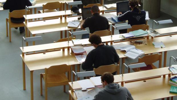étudiants amphi examen partiel fac université étudier