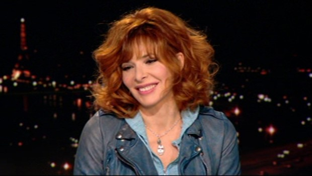 http://s.tf1.fr/mmdia/i/06/4/exclusivite-tf1-news-mylene-farmer-repond-a-votre-question-10817064ftmdx_1713.jpg?v=1