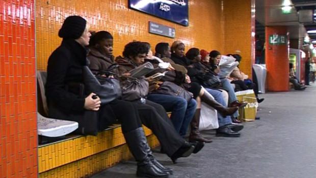 Grève de la RATP : usagers attendant un RER