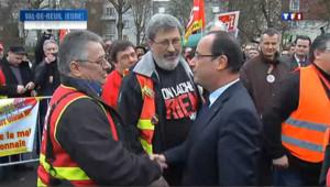 Hollande tente de rassurer les salariés de Petroplus