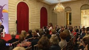 """Pour la journée de la femme, Hollande se fait """"porte-parole"""" de l'égalité homme-femme"""