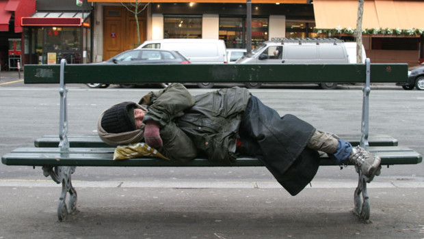 http://s.tf1.fr/mmdia/i/06/7/sdf-mendicite-sans-abri-misere-sans-domicile-fixe-clochard-2550067_1713.jpg?v=2