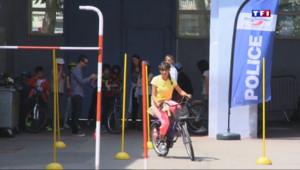 Le 13 heures du 4 juillet 2015 : Pour sensibiliser les plus jeunes, la police apprend à circuler en vélo - 516
