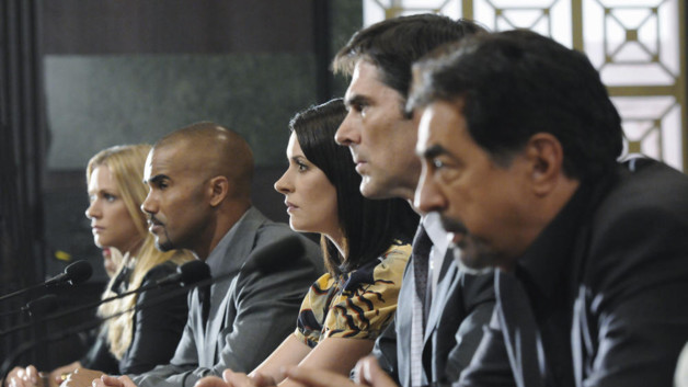 A.J. Cook, Shemar Moore, Paget Brewster, Thomas Gibson et Joe Mantegna. Esprits Criminels Saison 7