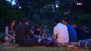 Le 13 heures du 4 juillet 2015 : Confronté à la canicule, Paris laisse ses parcs ouverts la nuit - 572
