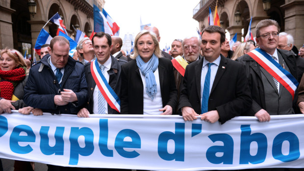 En tête du cortège le 1er mai 2013, la présidente du FN, Marine Le Pen et les principaux dirigeants de son parti.
