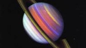 saturne fausses couleurs par la sonde voyager 2 en 1986 espace planète DR: Nasa