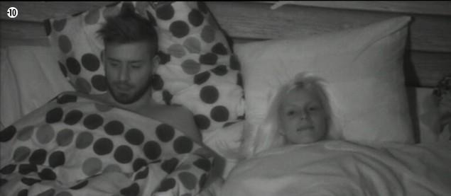 Quant à Alexia et Vincent, ils se couchent dans la Cabane de l'Amour.