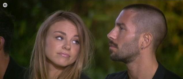 Les paroles de Jess n'ont pas l'air de convaincre Sara.