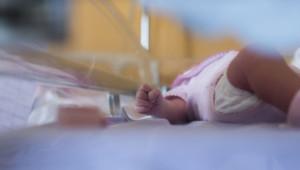 bebe nourrisson couveuse hôpital maternité illustration prétexte