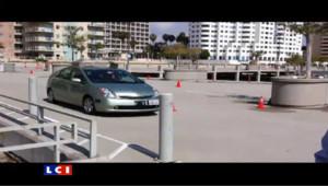 Google a montré une vidéo sur le web d'une voiture sans pilote.
