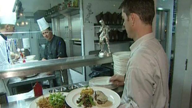 TF1/LCI Selon les restaurateurs, la baisse de la TVA permettrait 40 000 embauches de plus par an