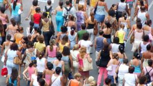 Foule population sondage gens rue Français