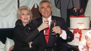 L'actrice Zsa Zsa Gabor avec son dernier mari, le prince Frédéric von Anhalt, à Munich (20/06/1994)