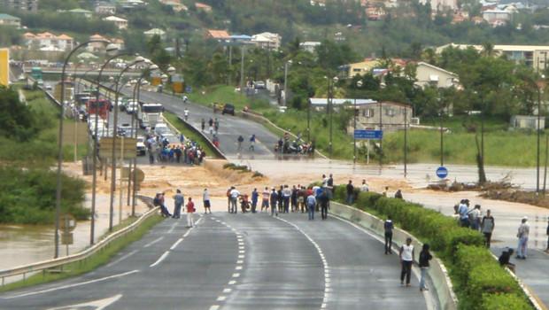 Les pluies diluviennes en Martinique ont coupé de nombreux axes de communication, comme en témoigne cette photo envoyée par un internaute