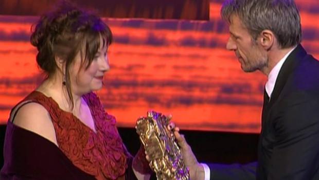 Yolande Moreau recevant le César de la meilleure actrice, lors de la cérémonie retransmise sur Canal+ (27 février 2009)