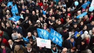 """""""François, ta loi on n'en veut pas"""", ont notamment scandé les opposants au mariage gay, qui ont défilé dimanche contre le projet de loi."""