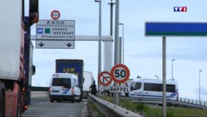 Le 20 heures du 27 juillet 2015 : Le tunnel de la Manche, un périple pour les migrants. - 1223