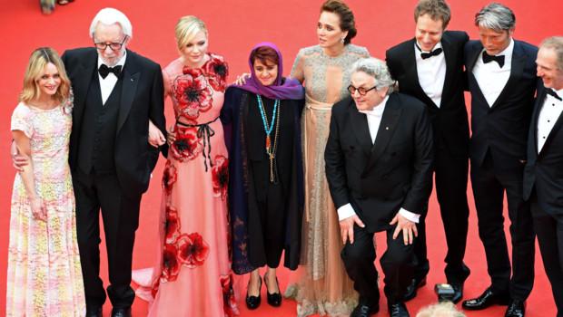 Le jury du 69e Festival de Cannes sur les marches le 11 mai 2016
