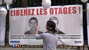 Affiche de soutien à Stéphane Taponier et Hervé Ghesquière, journalistes de France 3 enlevés en Afghanistan fin décembre 2009