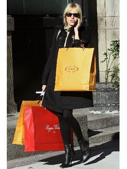 Sienna Miller en low boots !