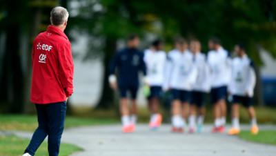 Didier Deschamps et les Bleus lors d'une séance d'entraînement à Clairefontaine le 7 octobre.