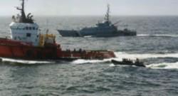L'intervention des autorités sur le bateau.