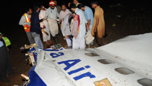 Le Boeing 737 de la compagnie Bhoja en provenance de Karachi est totalement détruit, il n'y a aucune chance de retrouver des survivants.